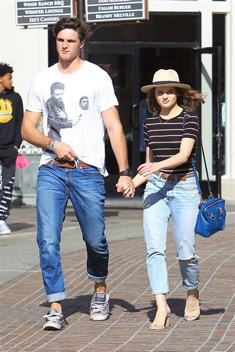 joey-king-and-jacob-elordi-shopping-at-the-grove-in-la-04