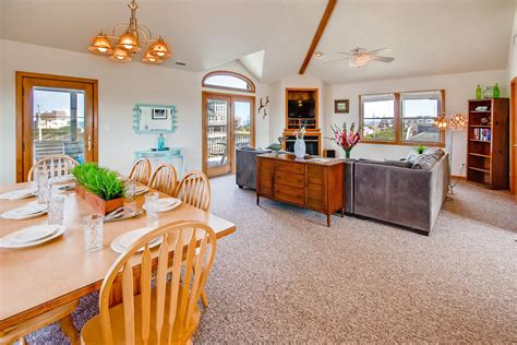 The Playhouse Too, 5 bedroom Ocean View home in Buxton