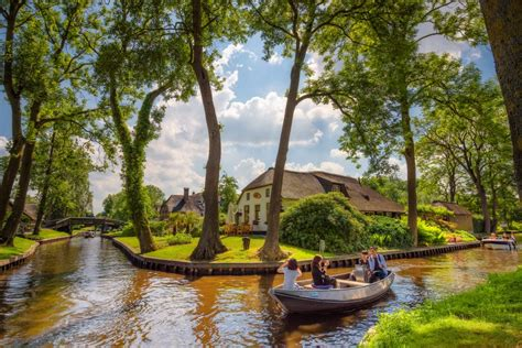 Visit Giethoorn village | also known as 'Little Venice' of