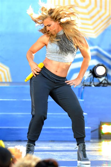 Kimberly Perry - The Band Perry Perform on 'Good Morning