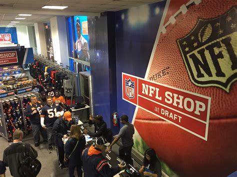 File:NFL Shop at the Draft Chicago 2016 02